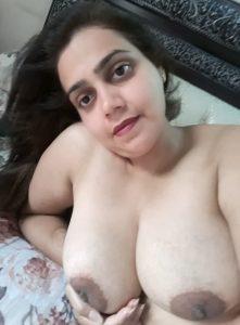 indian wife naked pics 4 221x300 - Sanjana Bhaabhi Ki Nangi Selfie