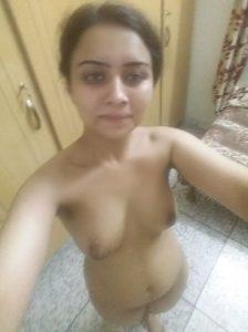 College Girl ki Nude Selfie Pics