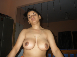 Desi Wife Nangi Blowjob Photos