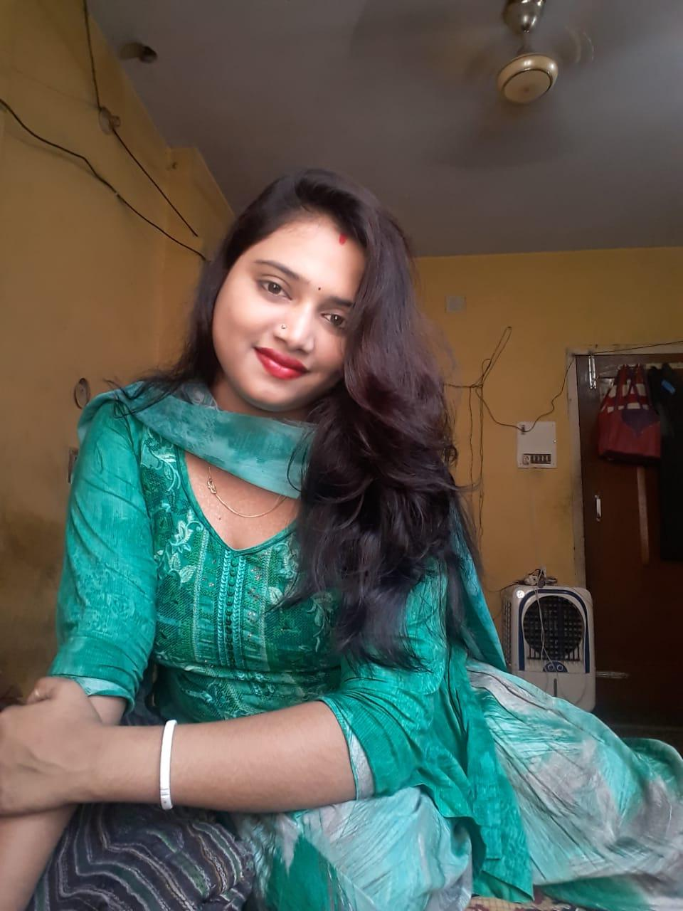 Desi Indian Wife ki Nude Photos