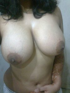 Garam Ladki ke Bade Boobs