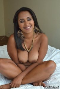 Indian Big Boobs Photos of Desi Wife