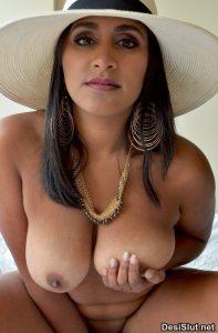 Indian Big Boobs Photos of Desi Wife