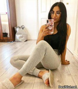 Hot Nri Girl ki Gym Body ki Selfie