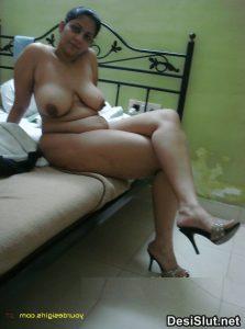 Aunty ki Sexy Gori moti Gaand Pics