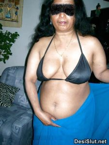 Sheela aunty hawas me nangi hui