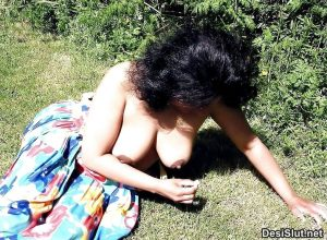 indian wife naked on vaccation 2 300x220 - Desi Bhabhi Vaccation Pe Hui Nangi