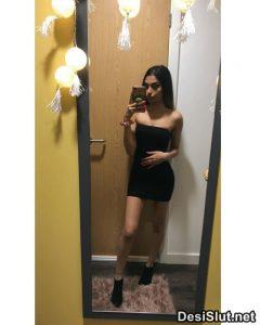 Young Nri Girl ki Sexy Selfies Photos