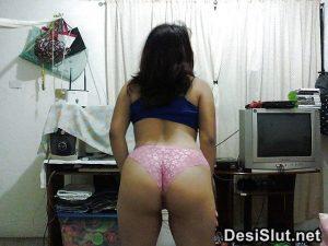 horny indian milf naked 15 300x225 - Hot Indian Aunty ki Sexy Boobs Pics