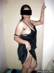 horny indian milf naked 7 220x300 - Hot Indian Aunty ki Sexy Boobs Pics