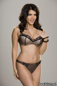 Pornstar Sunny Leone ki Bikini Images