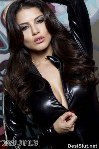 sunny leone naked in black dress 1 199x300 - Sunny Leone ki rasili chut ka photo