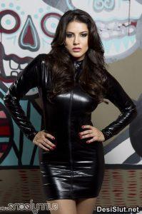 sunny leone naked in black dress 3 199x300 - Sunny Leone ki rasili chut ka photo