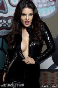 sunny leone naked in black dress 8 199x300 - Sunny Leone ki rasili chut ka photo