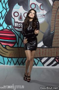 sunny leone naked in black dress 9 199x300 - Sunny Leone ki rasili chut ka photo