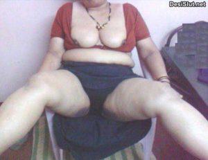 chudakad moti indian aunty boobs 300x231 - Kamwali aunty ke bade gand dekhe
