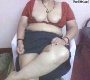 horny nude indian busty mamme aunty 300x266 - Kamwali aunty ke bade gand dekhe
