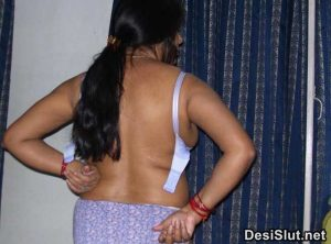 Pakistani Aunty ki Naked Panty Pics