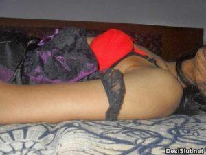 Sexy bhabhi ki hot gaand – Bra panty pics