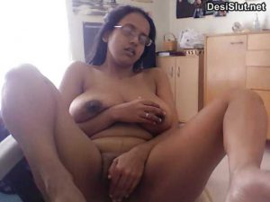 Busty Indian bhabhi ke webcam sex photos