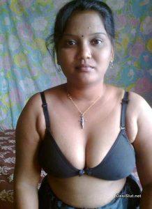 Jawan Bhabhi Ne Nangi Hoke Chut Dikhai