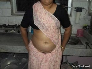 Sexy Indian Mom Ne Hairy Chut Dikhai