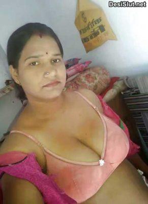 Horny Rajasthani bhabhi ke big boobs aur chut