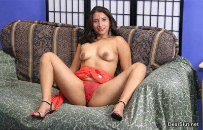 Sexy Mami ne Apne Desi Chut or Boobs dikhai